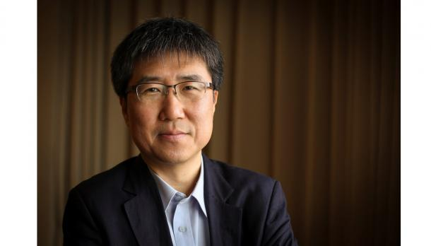 Headshot photo of Dr. Ha-Joon Chang