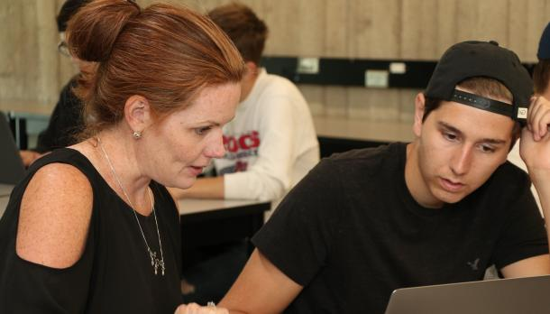 psych professor helps students prepare for university