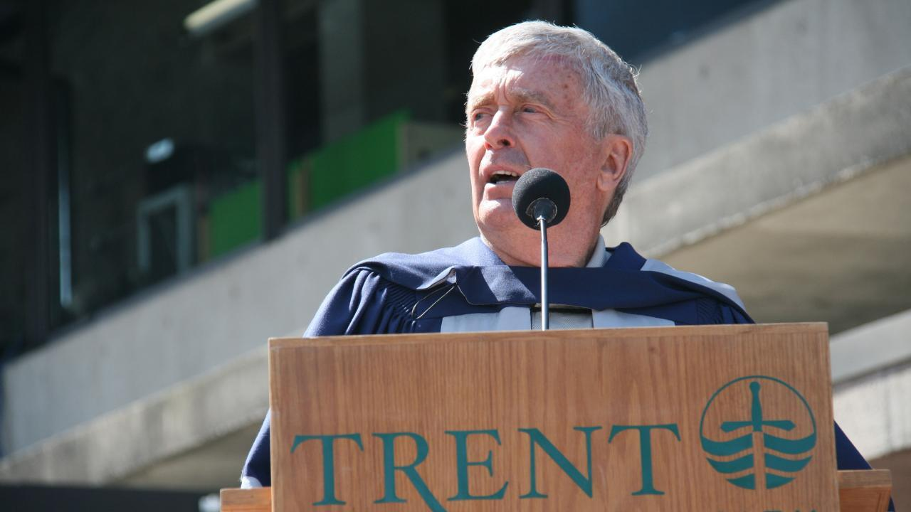 Dr. Peter Adams addresses convocation after receiving an honorary doctor of laws degree