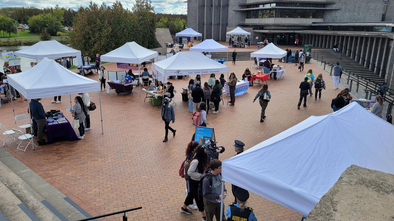 Trent University students attend the volunteer fair.