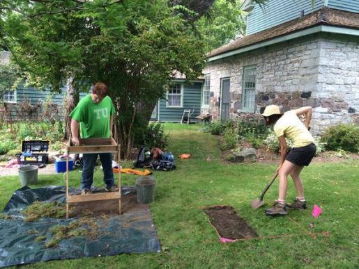 durham students participate in an archealogical dig